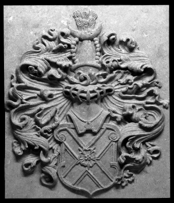 family crest stone in stone completed, coat of arms carved in Belgian bluestone, arduin, petit granit